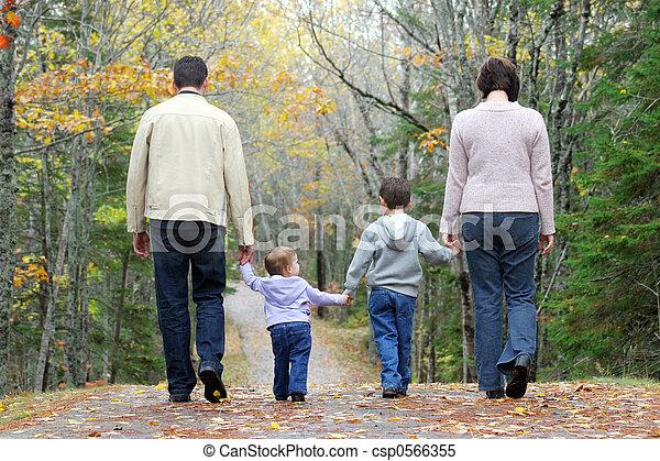Laufende Familie - csp0566355