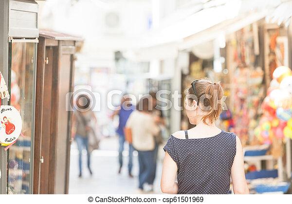 gehen, frau, italien, zone, -, otranto, durch, fußgänger, apulia, otranto - csp61501969
