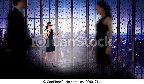 Komposites Bild von Geschäftsleuten, die in einem Unschärfe - csp20901714