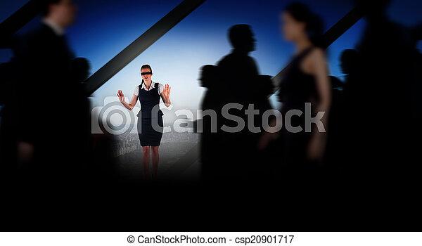 Komposites Bild von Geschäftsleuten, die in einem Unschärfe - csp20901717