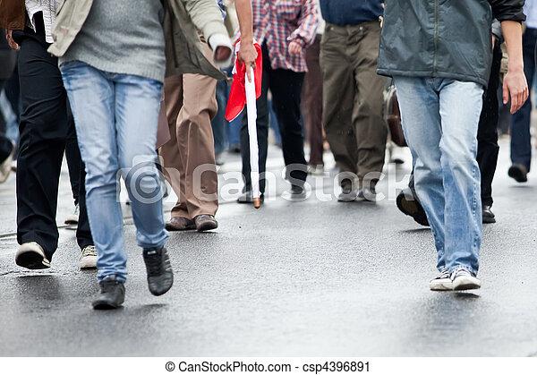 gehen, gruppe, menschenmasse, (motion, -, zusammen, blur) - csp4396891