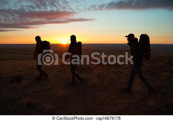 gehen, wanderer, sunglow - csp16679178