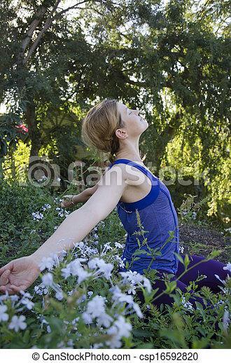 Spirituelle Frau in der Natur - csp16592820
