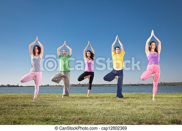 gens, asana, lakeside., groupe, yoga, pratique - csp12802369