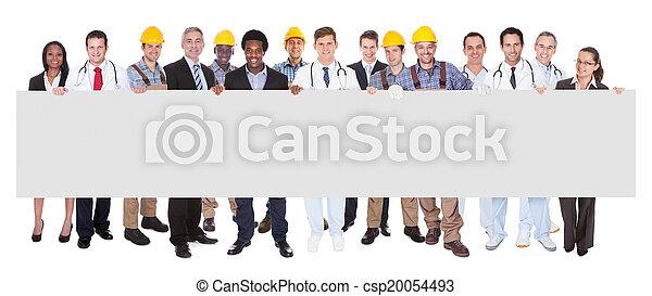 gens, métiers, divers, tenue, vide, panneau affichage, sourire - csp20054493