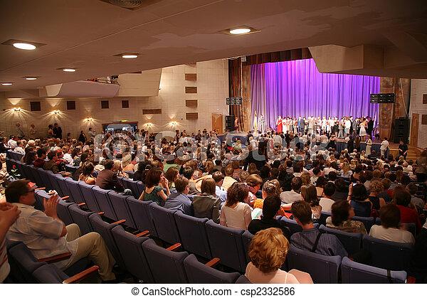 gens, salle concert - csp2332586