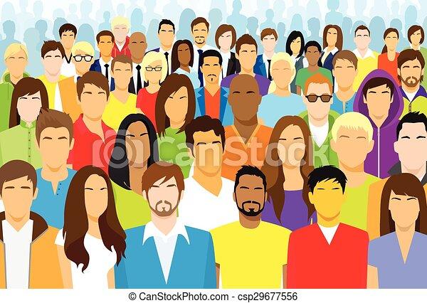 Un grupo de personas casuales se enfrentan a grandes multitudes étnicas diversas - csp29677556