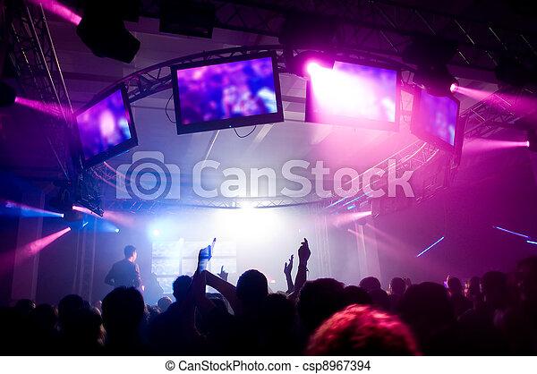 Gente del concierto - csp8967394
