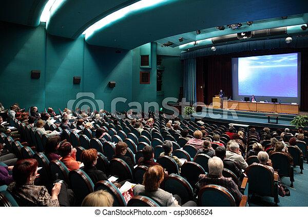 Gente en conferencia - csp3066524