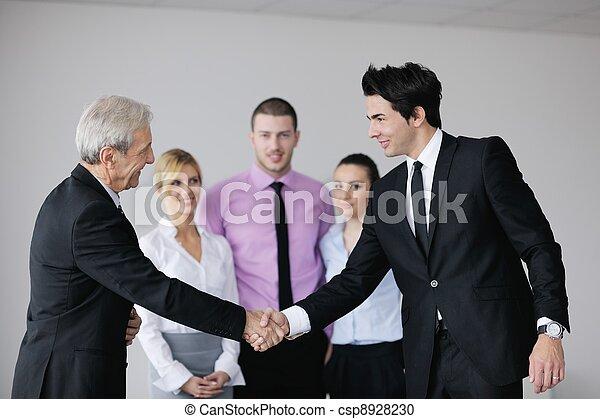 Gente de negocios en reunión - csp8928230