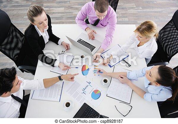 Gente de negocios en reunión - csp8928187