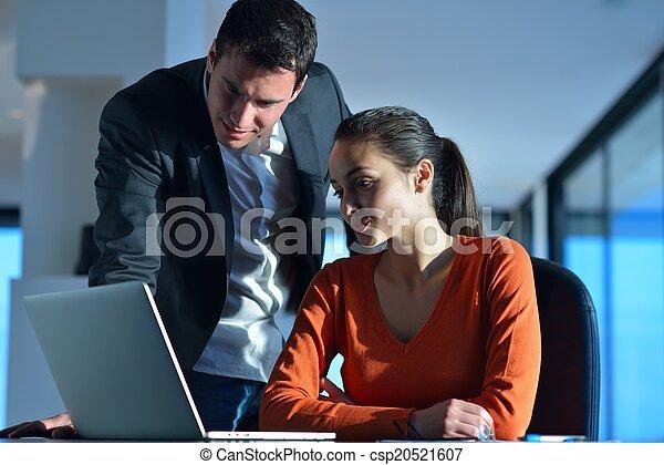 Gente de negocios en reunión - csp20521607
