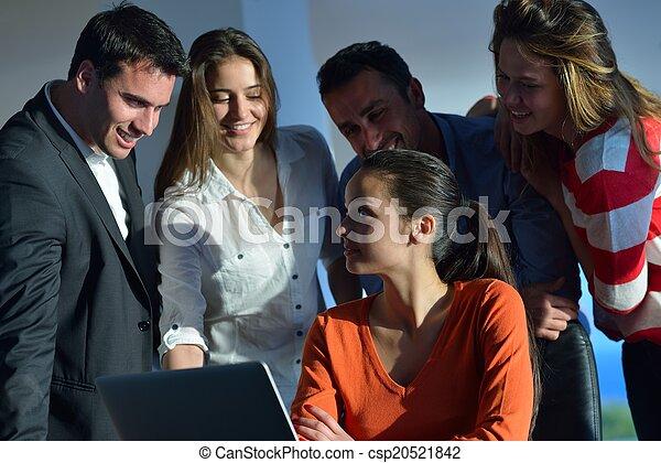 Gente de negocios en reunión - csp20521842