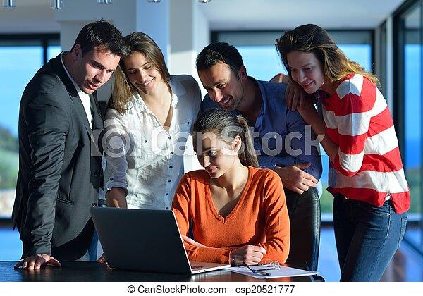 Gente de negocios en reunión - csp20521777