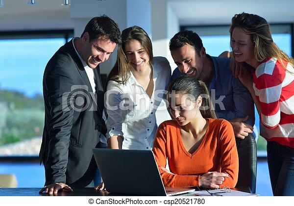 Gente de negocios en reunión - csp20521780