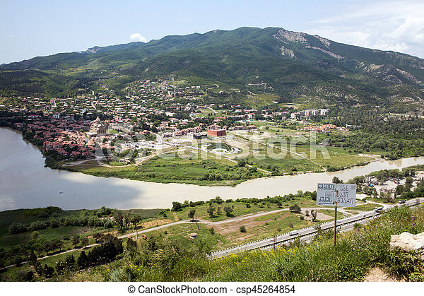 Vista a Mtskheta desde el monasterio Jvari, Georgia - csp45264854