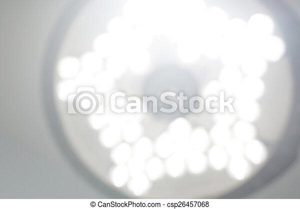 Erblindete das Bedienraumlicht kurz nachdem er von der Betäubung aufwachte. - csp26457068