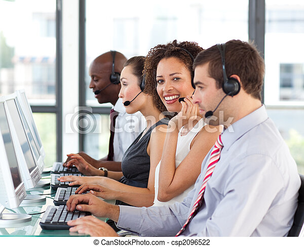 geschäftsfrau, anruf- mitte, arbeitende , african-american - csp2096522