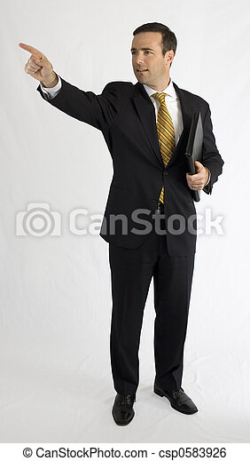 Geschäftsmann in schwarzem Anzug zeigt nach oben - csp0583926