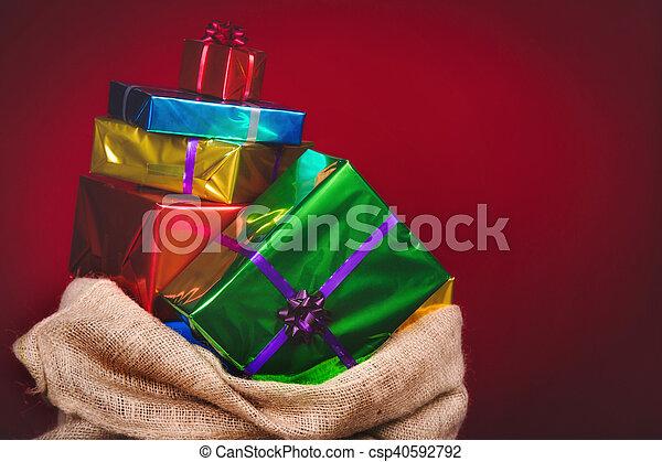 geschenke zu nikolaus latest am nachmittag verteilt der nikolaus geschenke an die kinder with. Black Bedroom Furniture Sets. Home Design Ideas