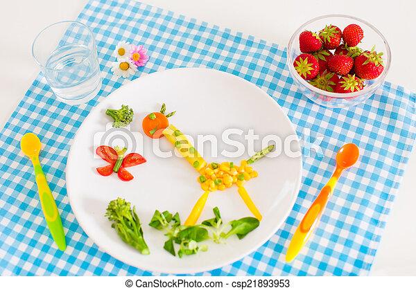 gesundes mittagessen kinder wenig recht essende frische erdbeere gesunde gemuese m hren. Black Bedroom Furniture Sets. Home Design Ideas