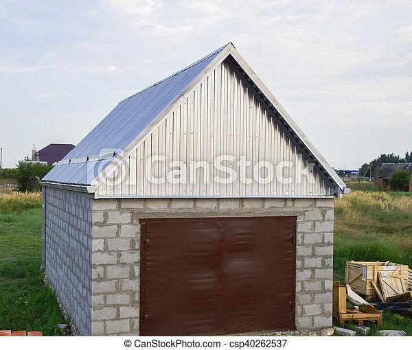 gewellt blech dach garage klein gewellter stahl blatt stockfotos suche fotografien. Black Bedroom Furniture Sets. Home Design Ideas