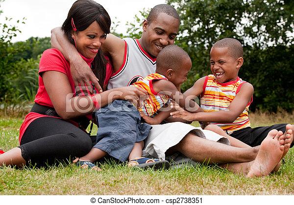 gezin, kosteloos, hun, black , het genieten van, dag, vrolijke  - csp2738351