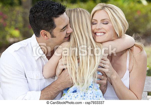 giardino, parco, abbracciare, genitori, bambino, ragazza, o, felice - csp7933337