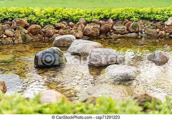 giardino pietra, creato, vaporizzazione, sole, day., umano, piccolo, fiume - csp71291223
