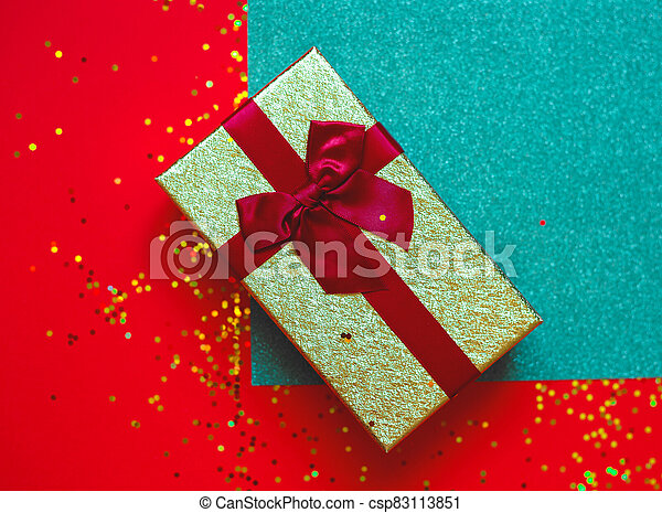 gift box with bow on red-green background - csp83113851