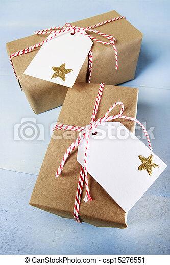Cajas de regalos con cintas y etiquetas - csp15276551
