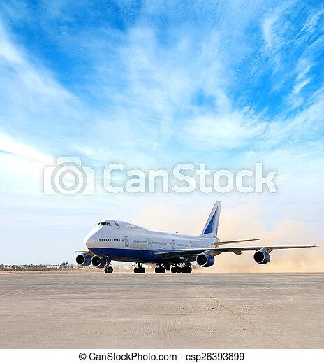 Un avión gigante en el aeropuerto - csp26393899