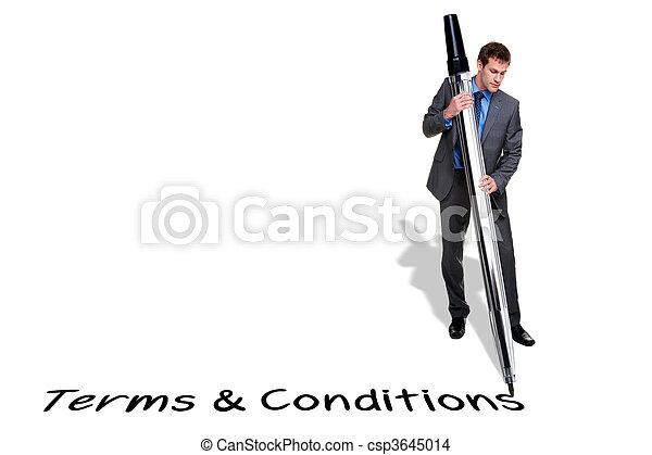 Empresario escribiendo Terms y Condiciones con una pluma gigante - csp3645014