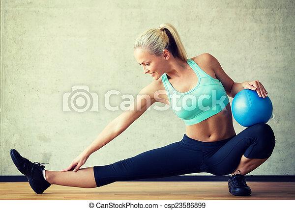 ginásio, bola, sorrindo, exercício, mulher - csp23586899