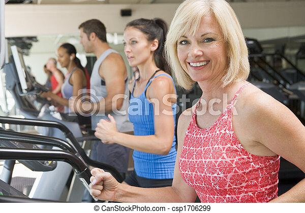 ginásio, corrida mulher, treadmill - csp1706299