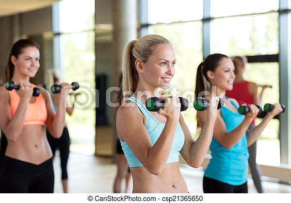 ginásio, dumbbells, grupo, mulheres - csp21365650