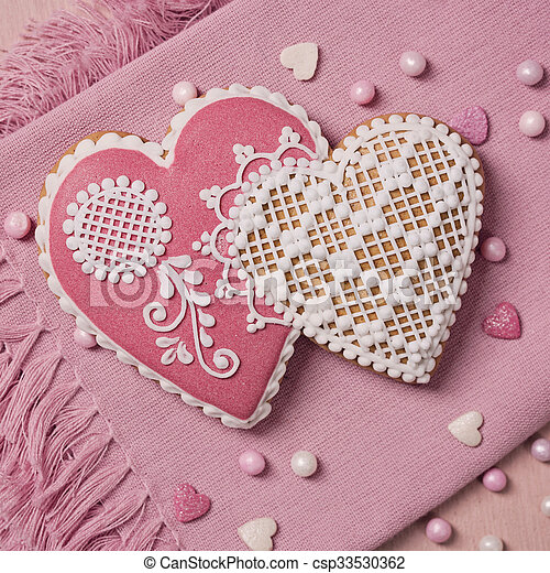 Gingerbread heart cookie - csp33530362