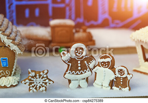 Gingerbread people, winter holiday concept. - csp84275389