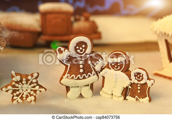 Gingerbread people, winter holiday concept - csp84073756