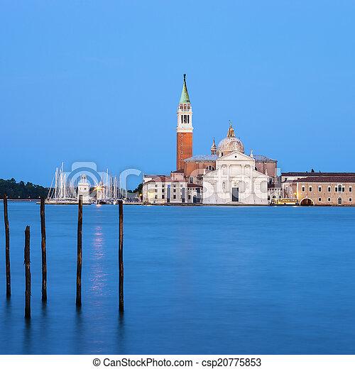La famosa iglesia de San Giorgio Maggiore - csp20775853