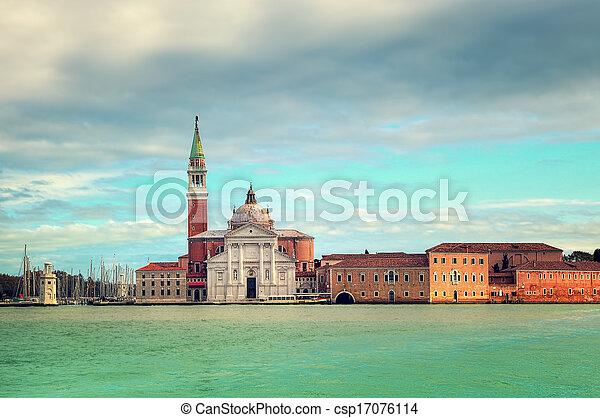 San giorgio maggiore iglesia en Venecia, Italia. - csp17076114