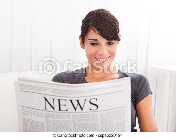giornale, lettura donna - csp16220194