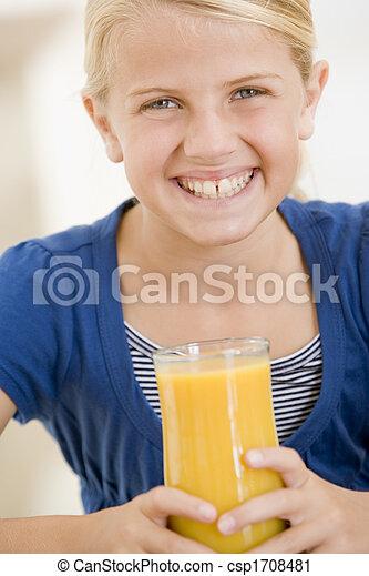giovane, succo, dentro, bere, arancia, ragazza sorridente - csp1708481