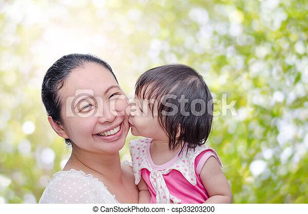 Can asian girl kissing