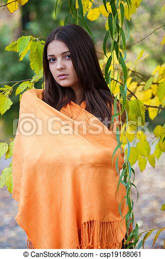 girl, parc, automne, beau - csp19188061