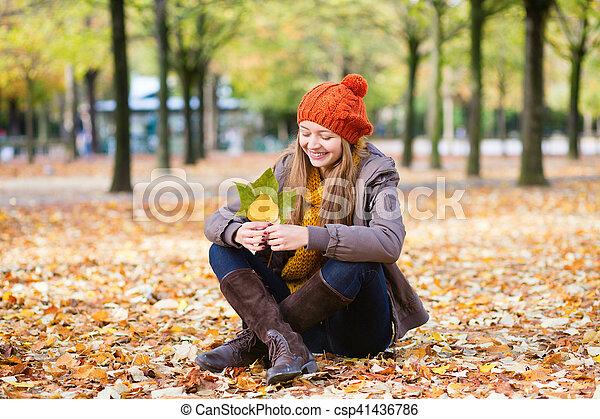 girl, parc, jour, automne - csp41436786