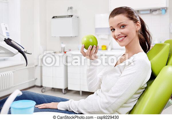 girl, pomme, art dentaire - csp9229430