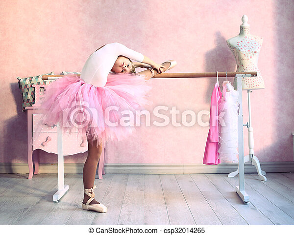girl prepare for classical dance lesson - csp32014265