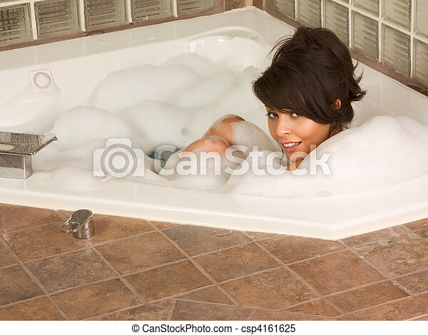sexy-woman-in-bath-young-amature-pussy