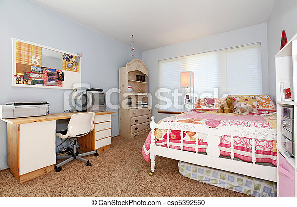 Girl\'s bedroom. Blue and pink